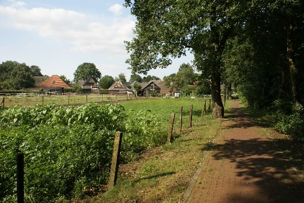 Fietspad naast de boerderij
