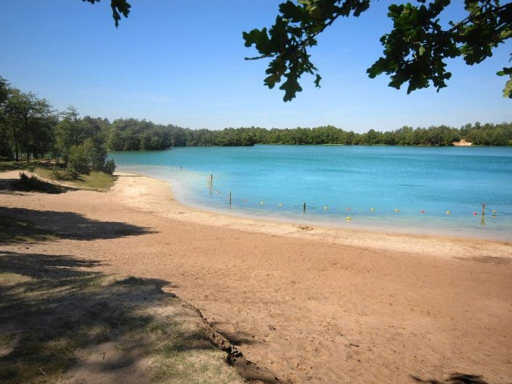 Het strand van ''Het Blauwe Meer'' is hier maar 10 minuten vandaan - heerlijk om te gaan zwemmen!
