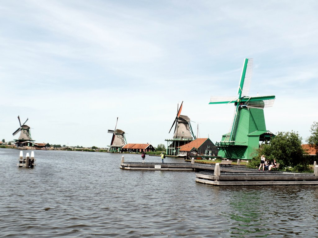 half an hour drive to the Zaanse Schans