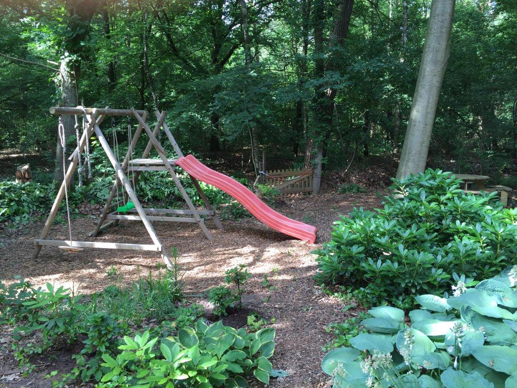 speeltoestel in de achtertuin